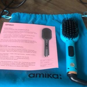 Amika straightening brush